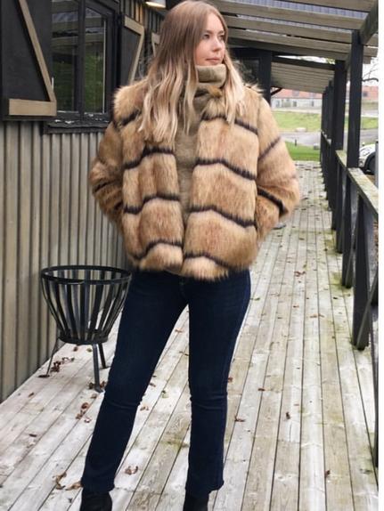 Fake fur short jacket